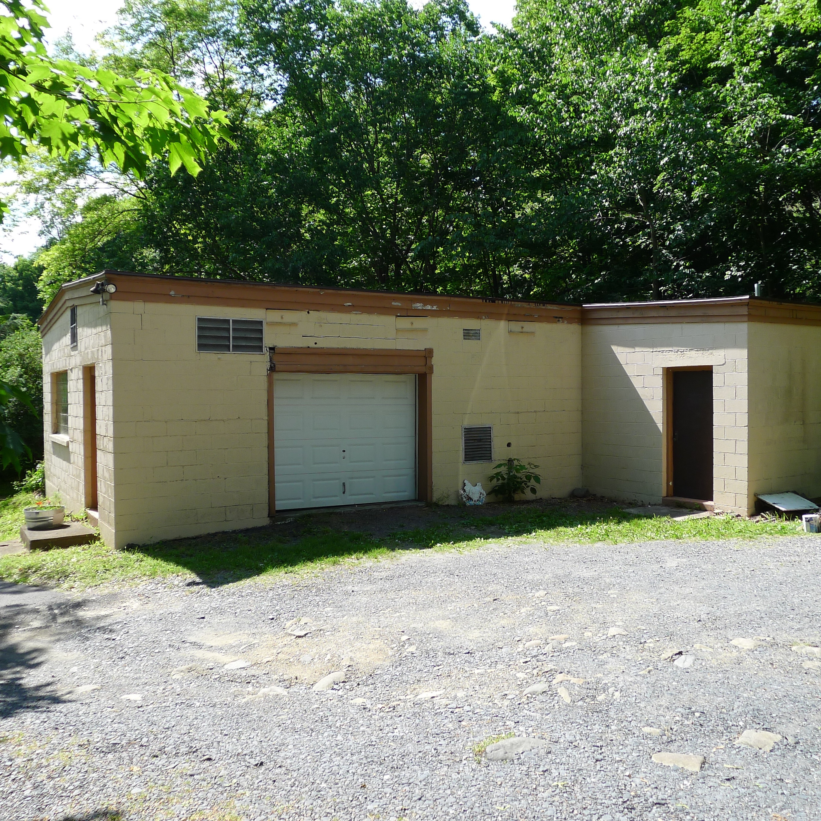 right side of outbuilding part 3